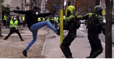 Kicking police GJ - copie
